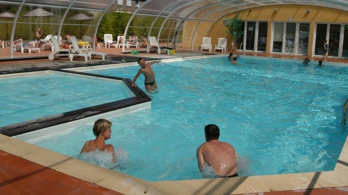 camping campagne avec piscine couverte